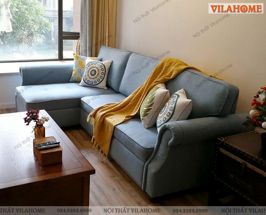 Một góc phòng khách hẹp vừa để tiếp khách với sofa, vừa có thể kéo ra thành giường ngủ.